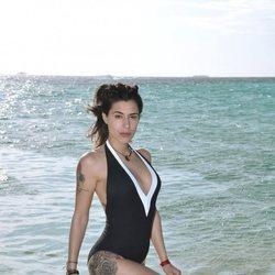 Bea Retamal en la playa en la foto oficial de 'Supervivientes 2020'