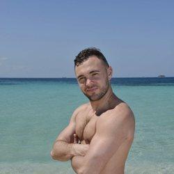 Cristian Suescun en la playa en la foto oficial de 'Supervivientes 2020'