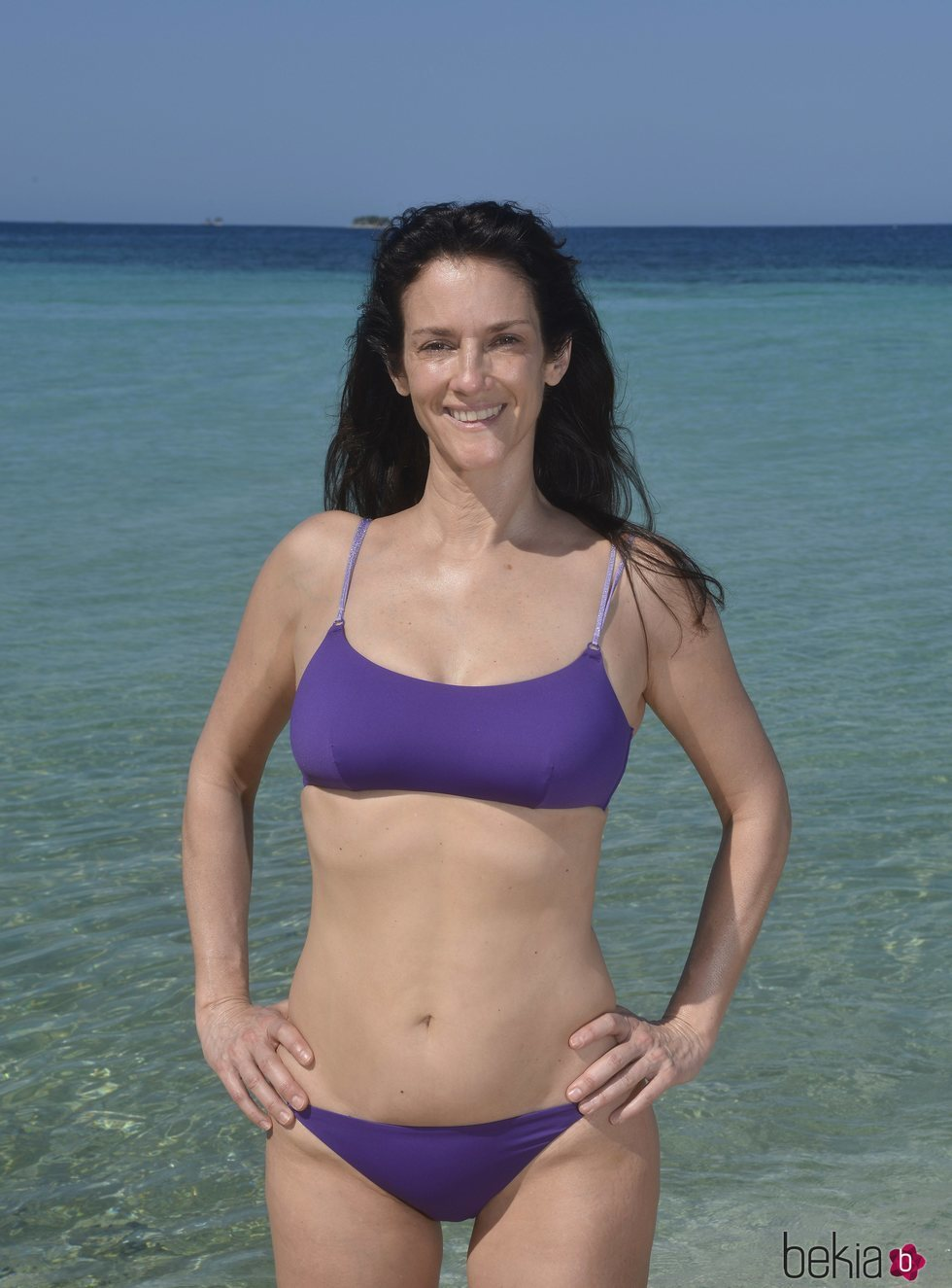 Elena Rodríguez en la playa en la foto oficial de 'Supervivientes 2020'