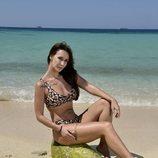 Fani Carbajo posando en la playa en la foto oficial de 'Supervivientes 2020'