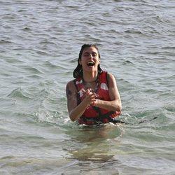 Beatriz Retamal llegando a la playa en la gala de estreno de 'Supervivientes 2020'