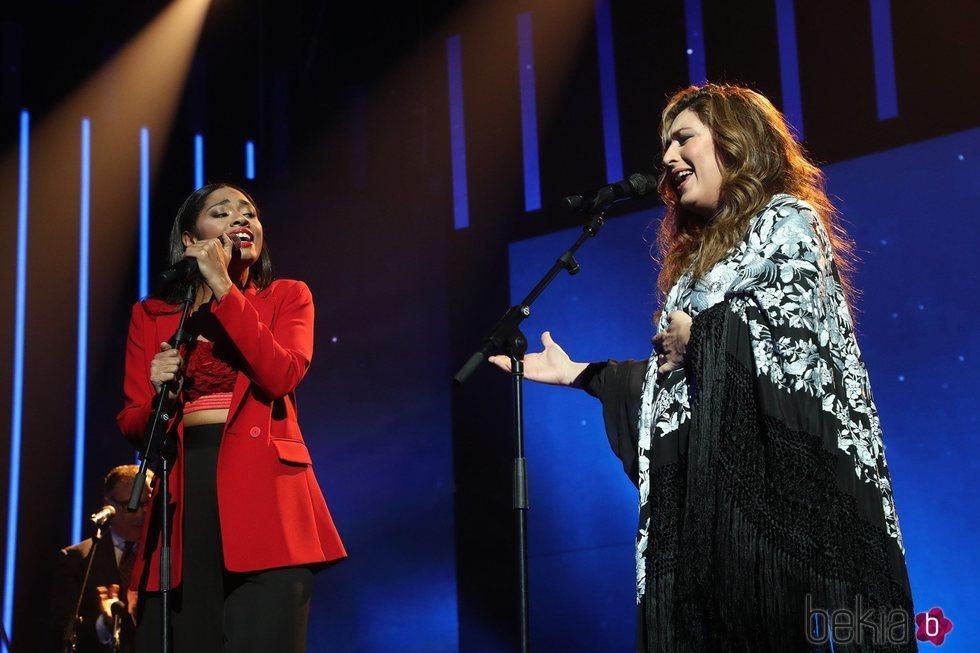 Nia Peeples y Estrella Morente cantando en la Gala 6 de 'OT 2020'
