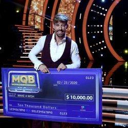 Adrián Lastra posando como tercer finalista de 'MQB All Stars'