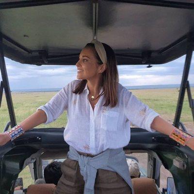 Paula Echevarría grabando un programa de 'Planeta Calleja' en Kenia
