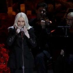 Christina Aguilera actuando en el funeral de Kobe Bryant en el Staples Center de Los Ángeles