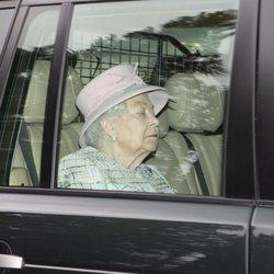 La Reina Isabel, dormida en el coche