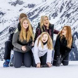 Guillermo Alejandro y Máxima de Holanda, muy espontáneos con sus hijas Amalia, Alexia y Ariane de Holanda en Lech