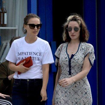 Natalie Portman con Emma Forrest de paseo por Los Ángeles