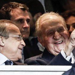 El Rey Juan Carlos y Florentino Pérez se divierten en un partido de Champions del Real Madrid