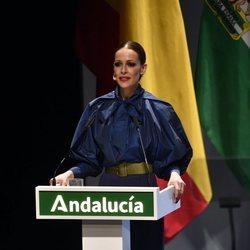 Eva González presentando la gala de entrega de las Medallas de Andalucía 2020