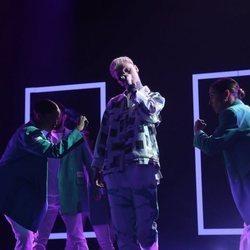 Hugo cantando 'Genius' durante la gala 7 de 'OT 2020'