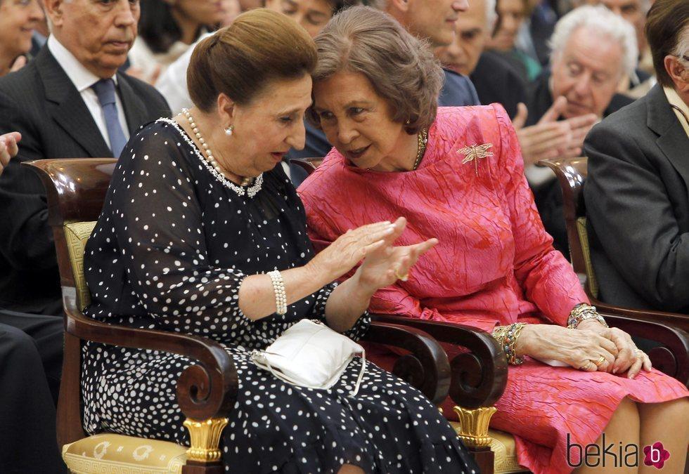La Infanta Margarita y la Reina Sofía compartiendo confidencias