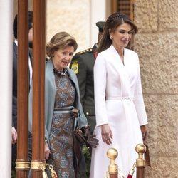 Sonia de Noruega y Rania de Jordania en la bienvenida por la Visita de Estado de los Reyes de Noruega a Jordania