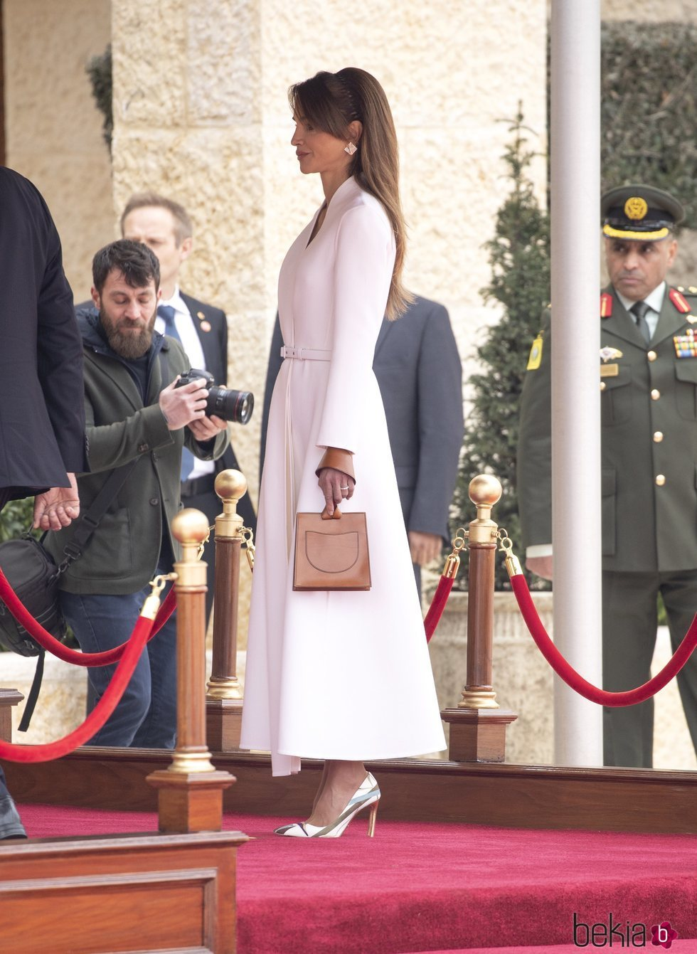 Rania de Jordania en la bienvenida a los Reyes Harald y Sonia de Noruega por su Visita de Estado a Jordania