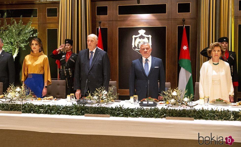 Abdalá y Rania de Jordania con Harald y Sonia de Noruega en la cena de gala por la Visita de Estado de los Reyes de Noruega a Jordania