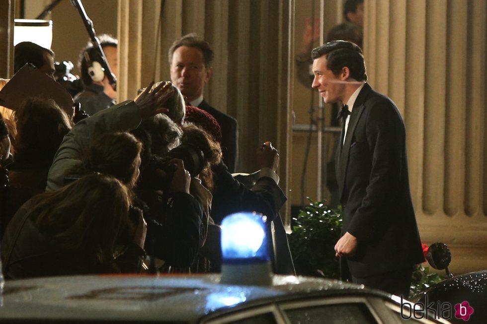Josh O'Connor como el Príncipe Carlos en The Royal Opera House en 'The Crown'