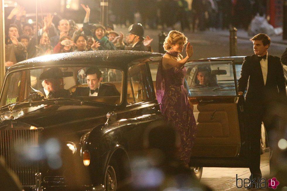 Josh O'Connor y Emma Corrin como el Príncipe Carlos y Lady Di en la cuarta temporada de 'The Crown'