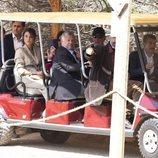 Harald y Sonia de Noruega y Abdalá y Rania de Jordania llegan en un tren turístico a un yacimiento arqueológico en Jordania
