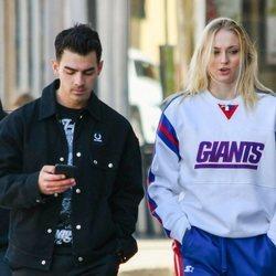 Sophie Turner y Joe Jonas paseando por Los Ángeles
