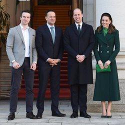 El Príncipe Guillermo y Kate Middleton con el Primer Ministro de Irlanda y su pareja en su visita oficial a Irlanda