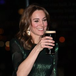 Kate Middleton con una pinta en la Guinness Storehouse de Dublín