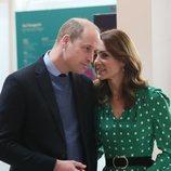 El Príncipe Guillermo y Kate Middleton en un momento cómplice en su visita oficial a Irlanda
