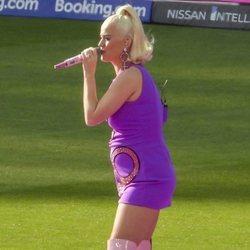 Katy Perry actuando en Melbourne en su primer concierto tras anunciar su embarazo