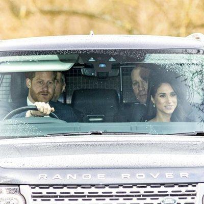 El Príncipe Harry y Meghan Markle rumbo a la misa dominical en Capilla Real de Todos los Santos de Windsor