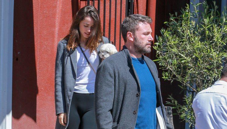 Ana de Armas y Ben Affleck paseando juntos por Los Ángeles
