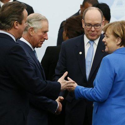 El Príncipe Carlos, el Príncipe Alberto de Mónaco y Angela Merkel en un acto