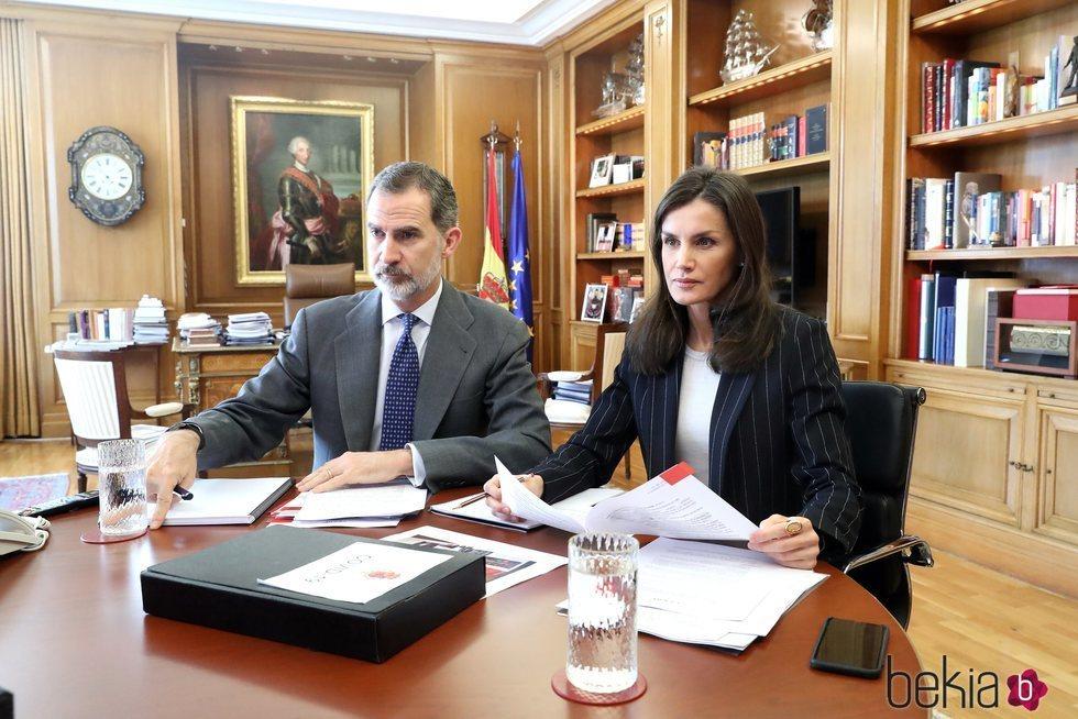 Los Reyes Felipe y Letizia teletrabajando desde La Zarzuela