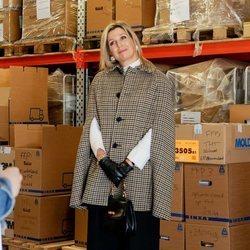 Máxima de Holanda visitando las instalaciones de la Cruz Roja de Loenen