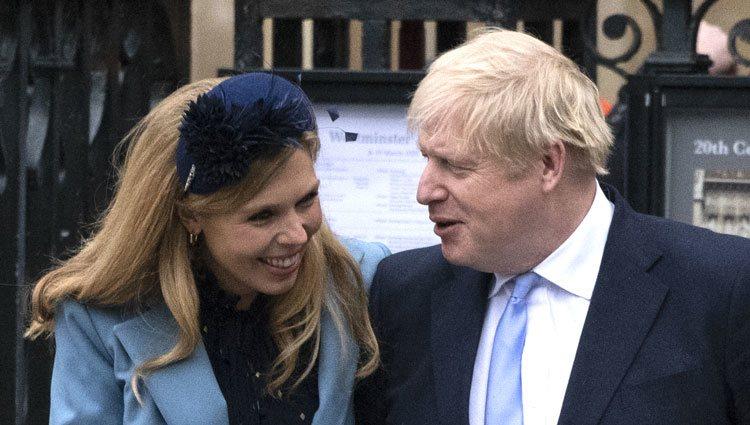 Boris Johnson con su prometida Carrie Symonds