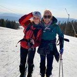 Mette-Marit de Noruega y su hija Ingrid Alexandra de Noruega esquiando durante la cuarentena