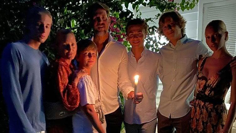 Pablo y Marie Chantal de Grecia con sus cinco hijos en la celebración de la Pascua Ortodoxa durante el confinamiento