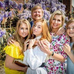 El Rey Guillermo de Holanda con la Reina Máxima y sus tres hijas el Día del Rey 2020