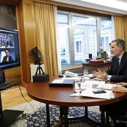 Los Reyes Felipe y Letizia en una videoconferencia con Rafa Nadal, Pau Gasol y Fernando Alonso