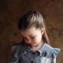 La Princesa Carlota posa con motivo de su quinto cumpleaños