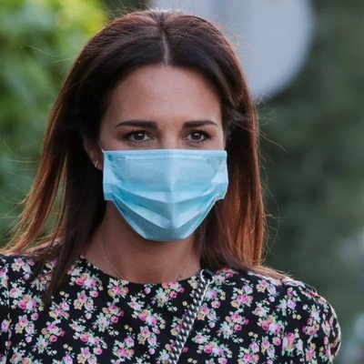 Paula Echevarría va a la peluquería con mascarilla durante el estado de alarma