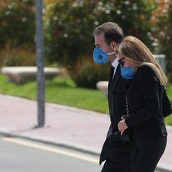 Ana Obregón y Alessandro Lequio llegando al Tanatorio de La Paz en Madrid para dar el último adiós a Álex Lequio