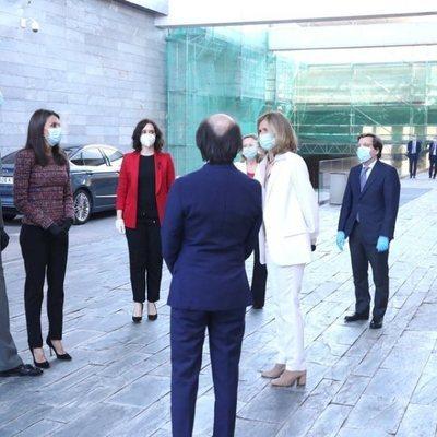 Los Reyes Felipe y Letizia a su llegada a la presentación del Informe Cotec 2020