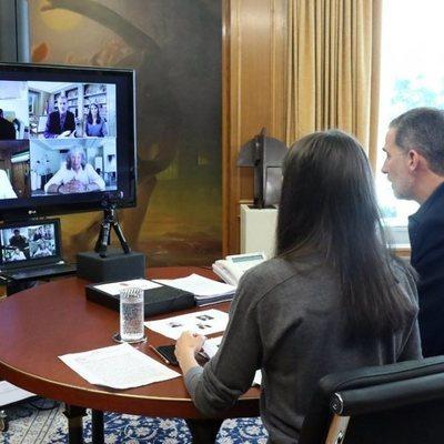 Los Reyes Felipe y Letizia reunidos con David Bisbal, Miguel Poveda y José Mercé mediante videocoferencia