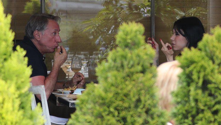 Alejandra Rubio y su padre Alejandro comiendo juntos en la Fase 1 de la desescalada
