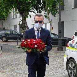 José Ortega Cano llevando flores a la tumba de Rocío Jurado 14 años después de su muerte