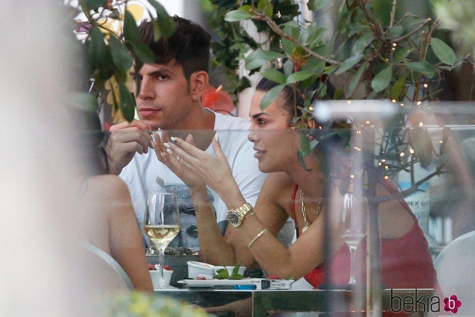 Diego Matamoros y Carla Barber, juntos en una terraza de Madrid