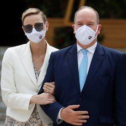 Alberto y Charlene de Mónaco en la inauguración de un casino