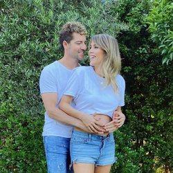 David Bisbal y Rosanna Zanetti posan anunciando el sexo de su segundo hijo en común