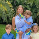 Magdalena de Suecia con sus hijos Leonor, Nicolás y Adrienne de Suecia en el Día Nacional de Suecia 2020