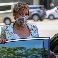 Terelu Campos se monta en un coche tras una cita