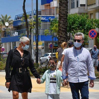 Ana María Aldón con José Ortega Cano y su hijo tras su regreso de 'Supervivientes 2020'